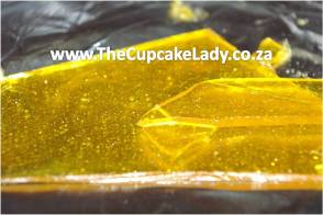 isomalt with yellow colouring and edible glitter