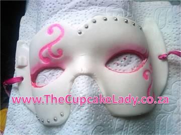 sugarpaste, fondant, mask, pink, white, silver, masked ball, masquerade