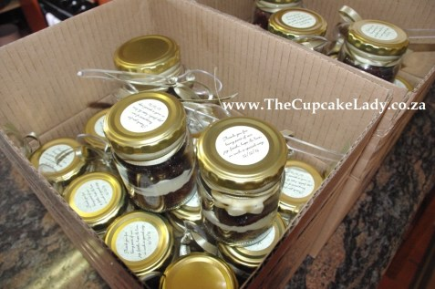 cupcake-in-a-jar wedding favours