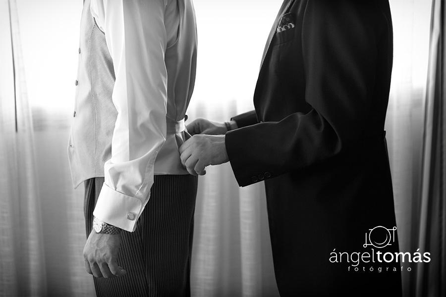 Últimos retoques. Boda María y Salva. Ángel Tomás Fotógrafo de bodas en Córdoba.