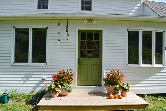 White colonial farmhouse with green door