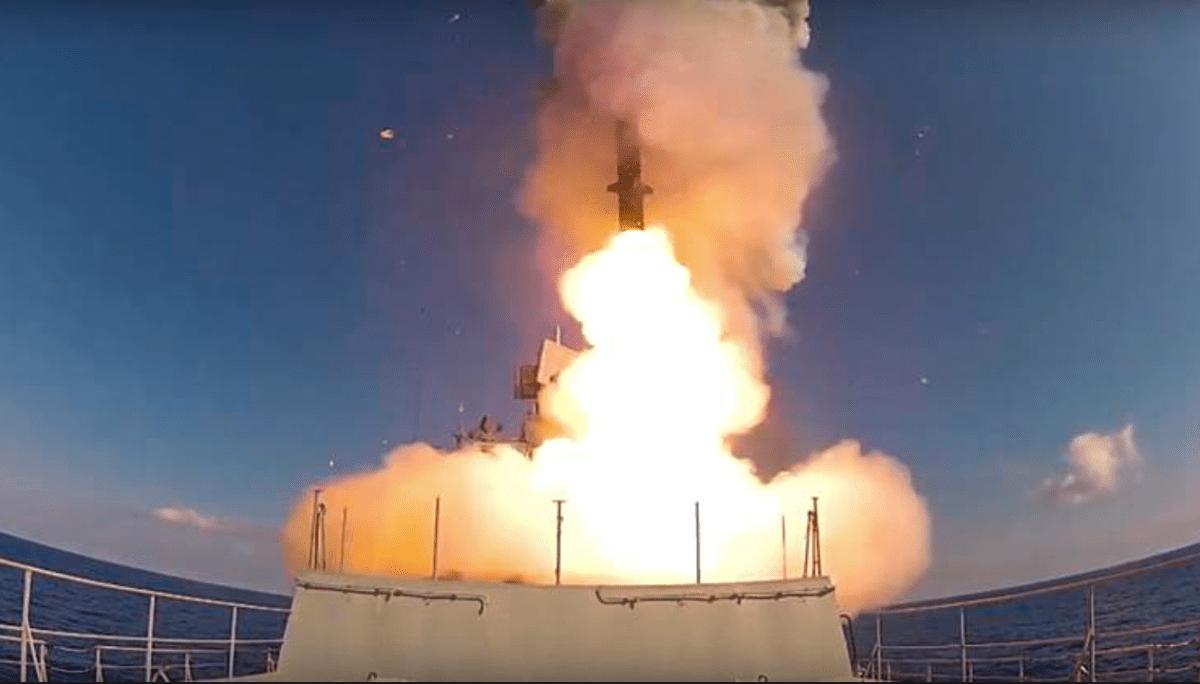 Tingkatkan Serangan Laut, Rusia Kerahkan Kapal Perang Berpeluru Kendali Kalibr