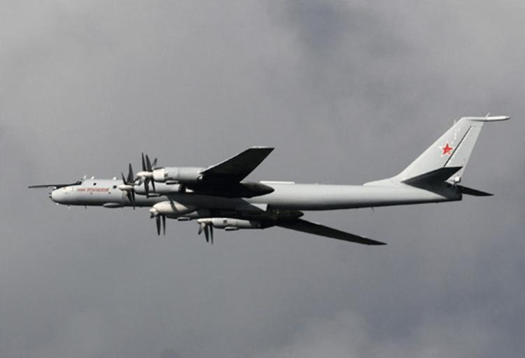 Rusia Kerahkan Dua Pembom Strategis Tu-142MZ untuk Melatih Elang-elang Muda