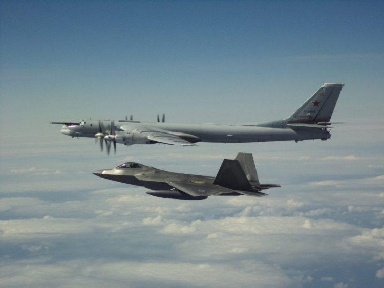 F-22 dan Tu-95