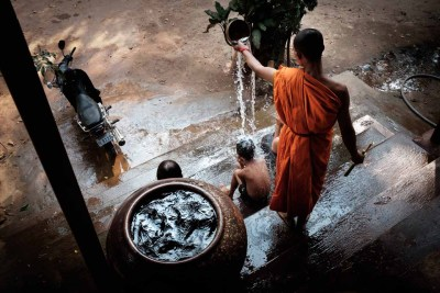 blessing-angkor-monk