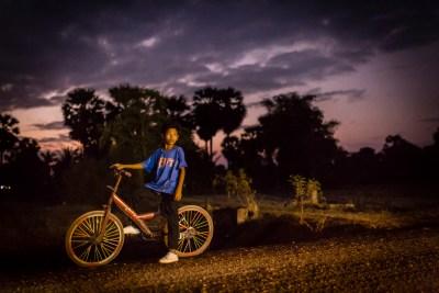 cambodian_boy_bicycle_night