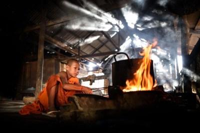 monks_cooking_kampong_phluk