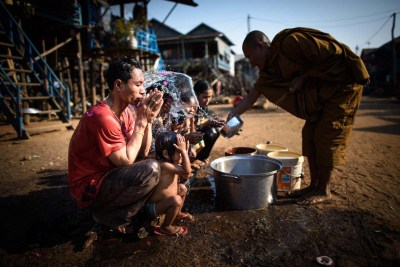 water_blessing_tonle_sap