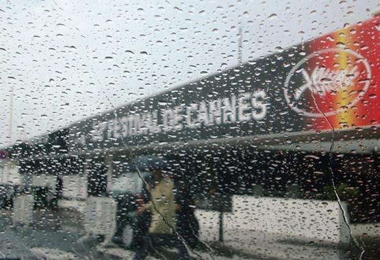 Cannes sous la pluie