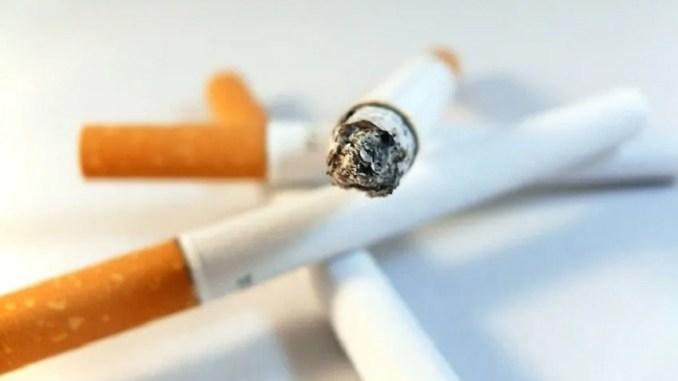 Vezetés közben dohányozni tilos? - Közlekedésbiztonság