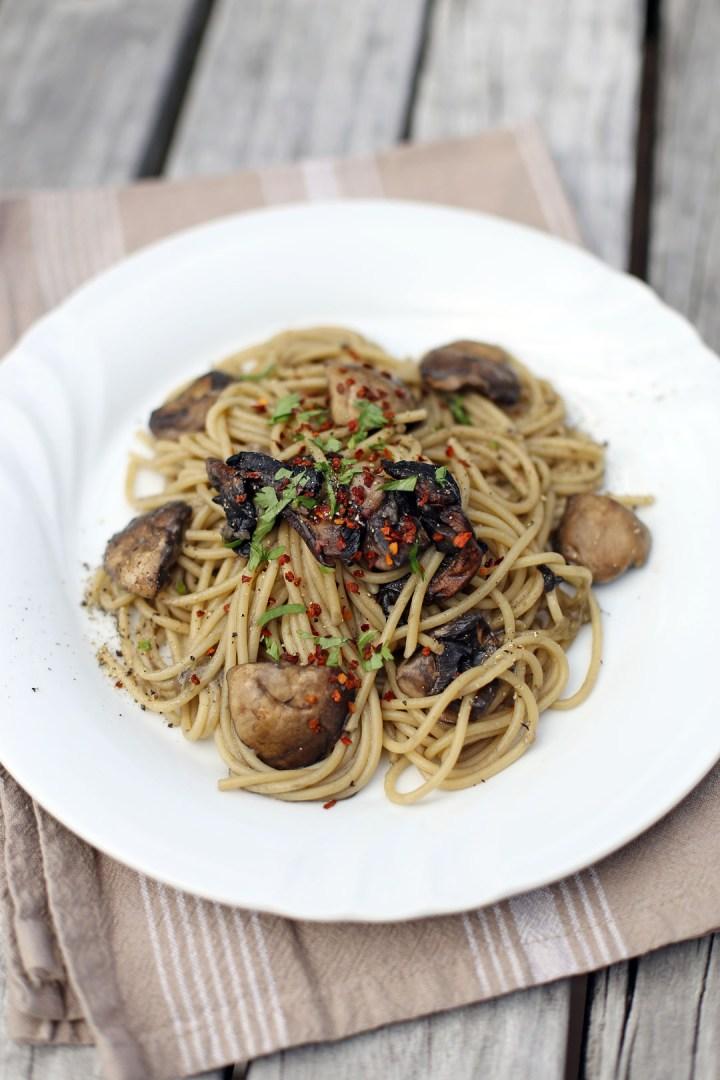 Spaghetti Aglio Olio e Funghi