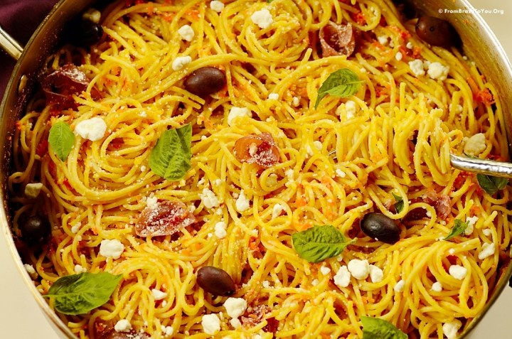 Carrot spaghetti with prosciutto and goat cheese by From Brazil To You