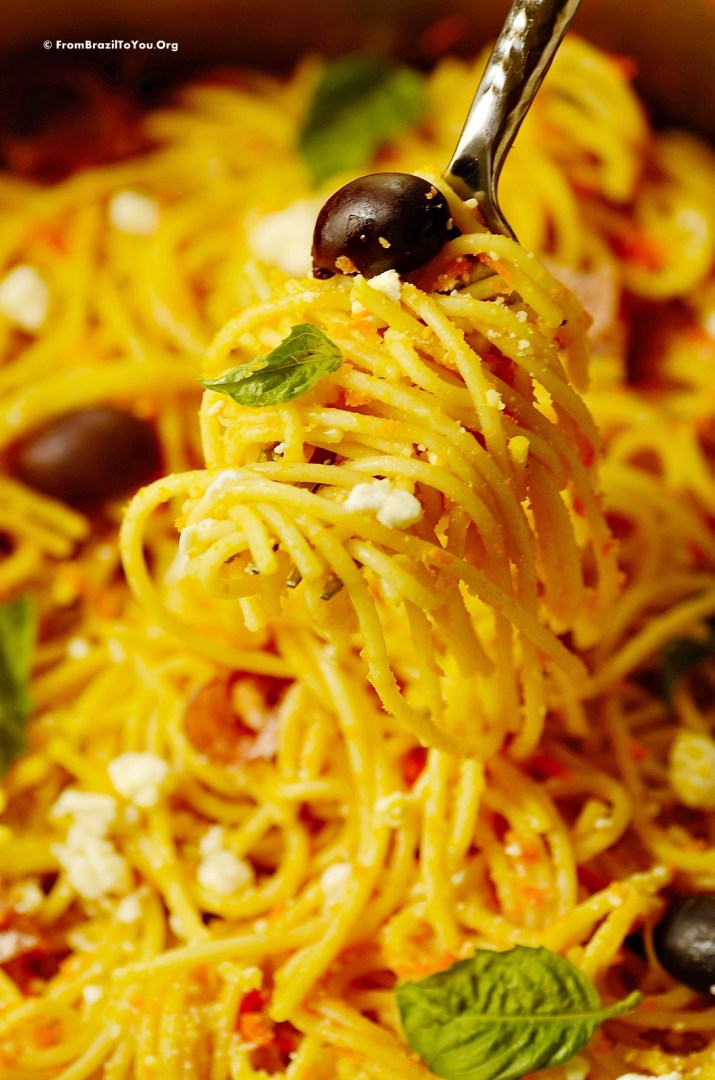 Carrot spaghetti with prosciutto and goat cheese by From Brazil To You_1