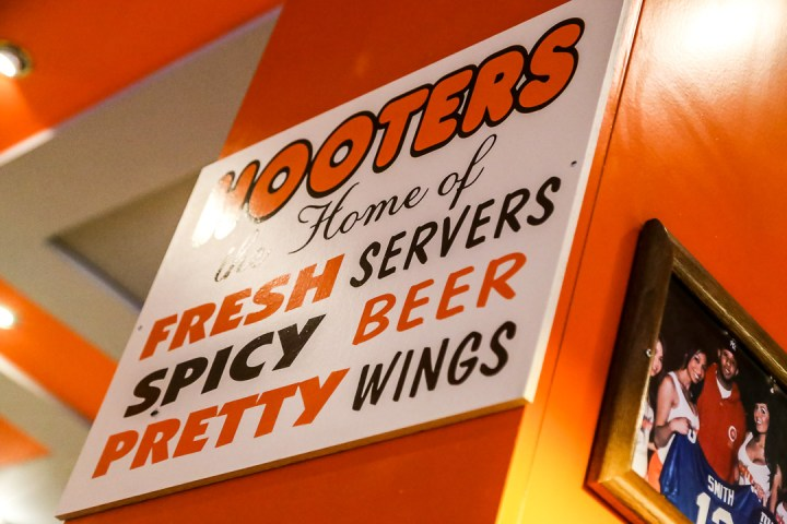 Hooters 03