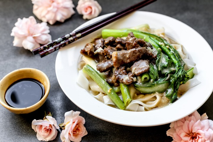 fried-beef-hor-fun-with-gravy-wide