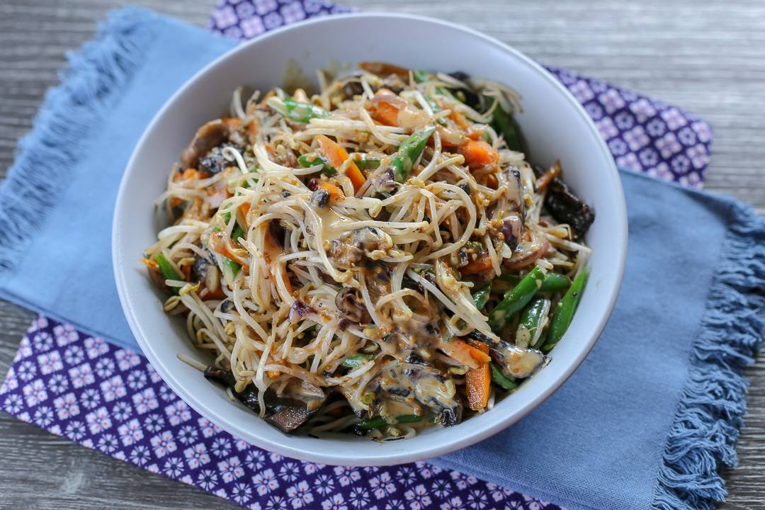 Bean Sprouts and Vegetables in Roasted Sesame Dressing