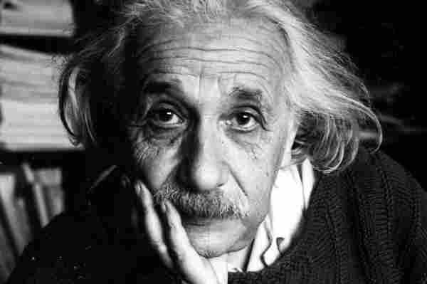 Gnie Cette Fille Bat Einstein Et Stephen Hawking Un