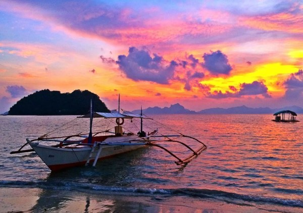 Sunset in Marimegmeg beach - Ultimate guide to El Nido, Palawan (Philippines)