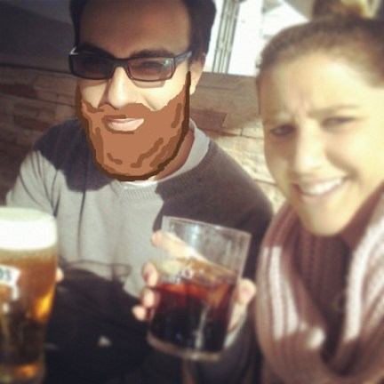 hecter con super barba enorme hipster