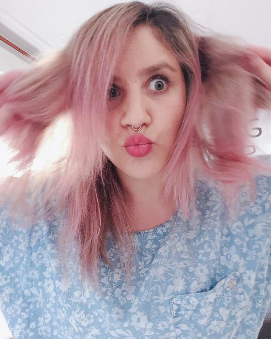 colorista-makeup-pelo-rosa