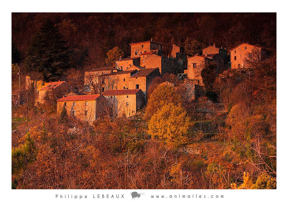Le hameau de Pratcoustal au lever de soleil