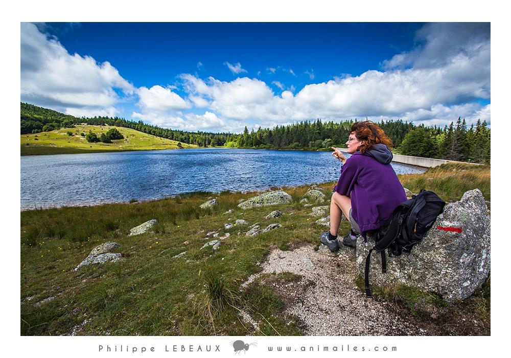 Randonneuse au lac des Pises (Cévennes)