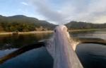 ペリカンのクチバシにGoProカメラを取付けて撮影