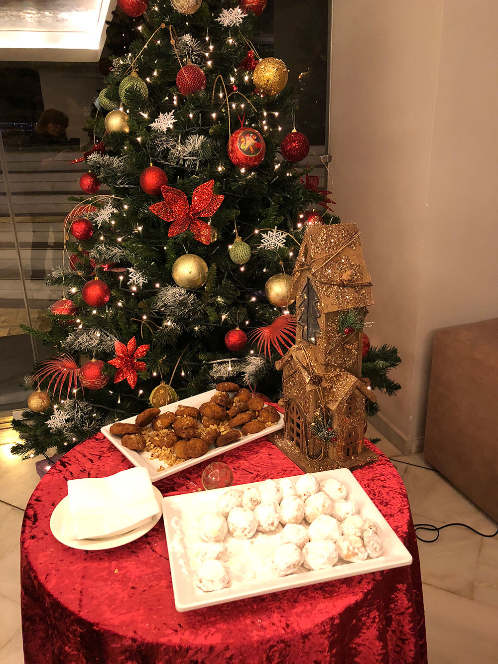 Welcoming Christmas biscuits on arrival