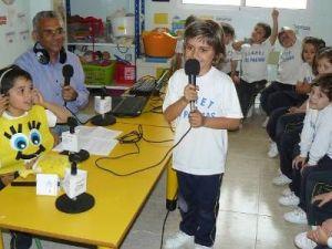 Sesiones con alumnado. Conociendo la radio.