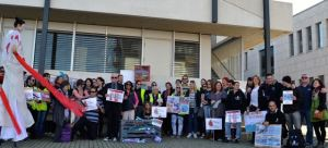 Ric O'Barry & other protesters outside WAZA headquarters in Geneva. (Ric O'Barry's Dolphin Project/Maria Heideman)