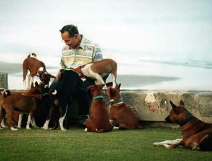 King Bhumibol Aduladej with Tong Daeng and some of the many other former street dogs he adopted.