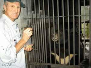 Marc Bekoff & Jasper. (Animals Asia Foundation photo)