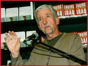 Tom Hayden at a 2007 book promotion.