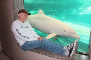 Ric O'Barry visits Angel. (Ric O'Barry's Dolphin Project photo)