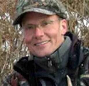 Walter James Palmer hunting license photo.