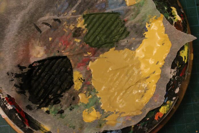 Ce jaune de Naples est mélangé avec un marron terre brulee (marron foncé de la marque Liquitex )