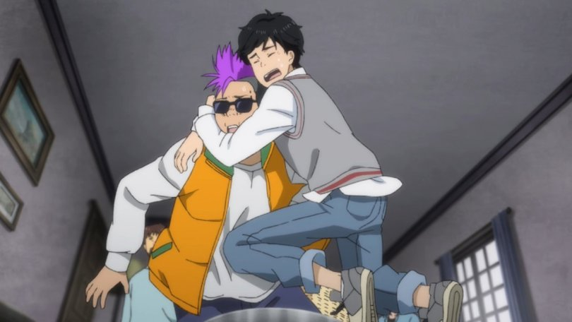 Eiji from Banana Fish jumping up in fear and clinging to Shorter