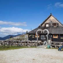 Velika Planina in Slowenien mit Hirtenhütten, Foto Anita Arneitz, Reiseblog www.anitaaufreisen.at