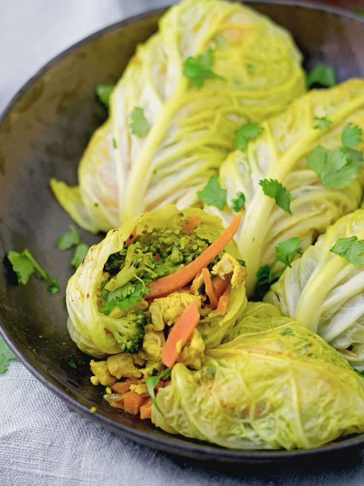 Turmeric white cabbage chicken rolls