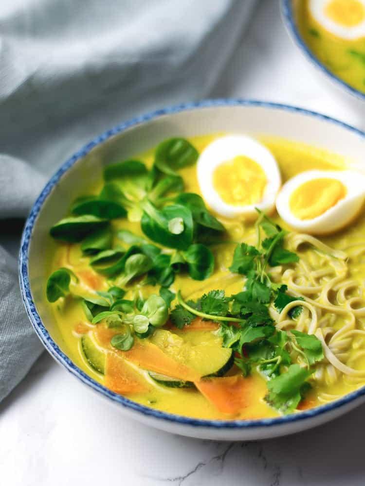 Sopa de caril com noodles de arroz