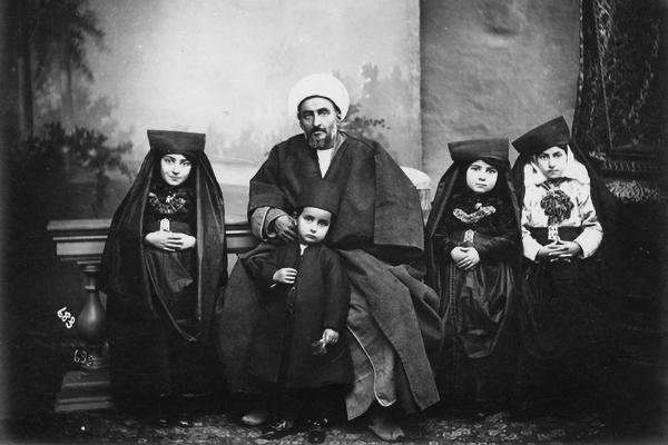 AnitaM - Essay on Photography in 19th century Iran