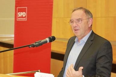 NRW-Finanzminister Norbert Walter-Borjans machte in seiner Rede deutlich, dass eine sozial gerechte Finanzpolitik nur mit auskömmlichen Steuereinnahmen möglich ist.