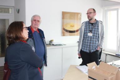 Ansgar Wortmann (r.), einer von gerade einmal drei hauptamtlichen Mitarbeitern, informierte mich über die Organisation der Dortmunder Tafel.