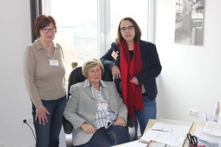 Marlies und Helga organisieren den Einsatz der rund 400 ehrenamtlichen Mitarbeiter der Dortmudner Tafel.