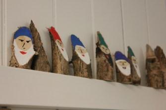 Weihnachtsschmuck aus Naturmaterialien gehört genauso zum Produktangebot wie künstlerisch gestaltete Glückwunschkarten.