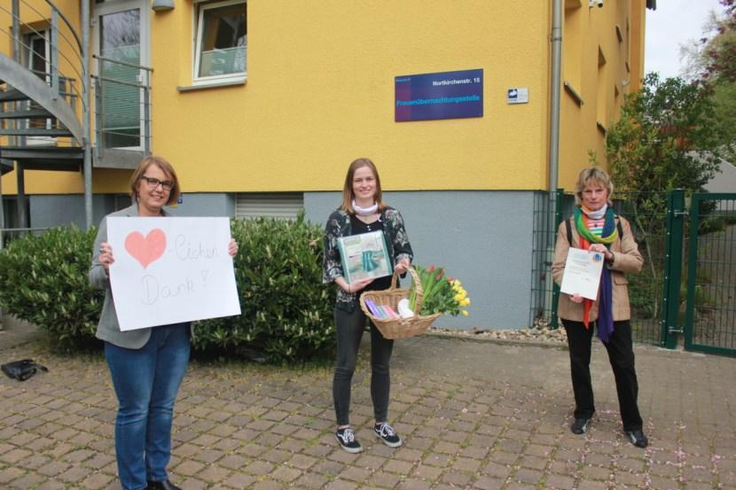 Spendenübergabe Frauenübernachtungsstelle Diakonie Dortmund Anja Butschkau Mara Woste Monika Dürger