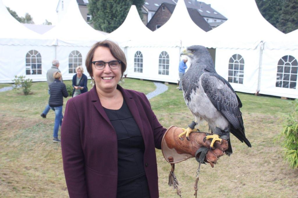 Anja Butschkau mit Adler