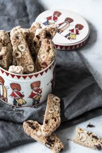 Biscotti med havregryn, tranebær og hasselnødder