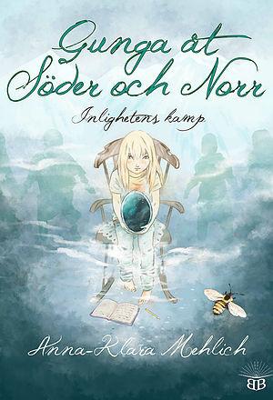 Bokomslag: Gunga åt Söder och Norr. En blond långhårig flicka sitter på en gungsto med en kristallkula i händerna. Bakgrunden är diffus blågrön med konturer av skepnader i bakgrunden