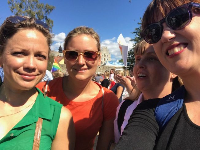 Foto på Mångfaldsföretagarna Jessica Andersson, Susanna Cederqvist, Åsa Gustafsson och jag i Mångfaldsparaden i Almedalen.